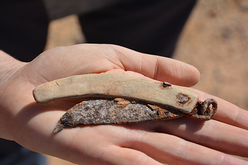 Image of an Ottoman Turkish cut-throat razor found in excavation of an army camp